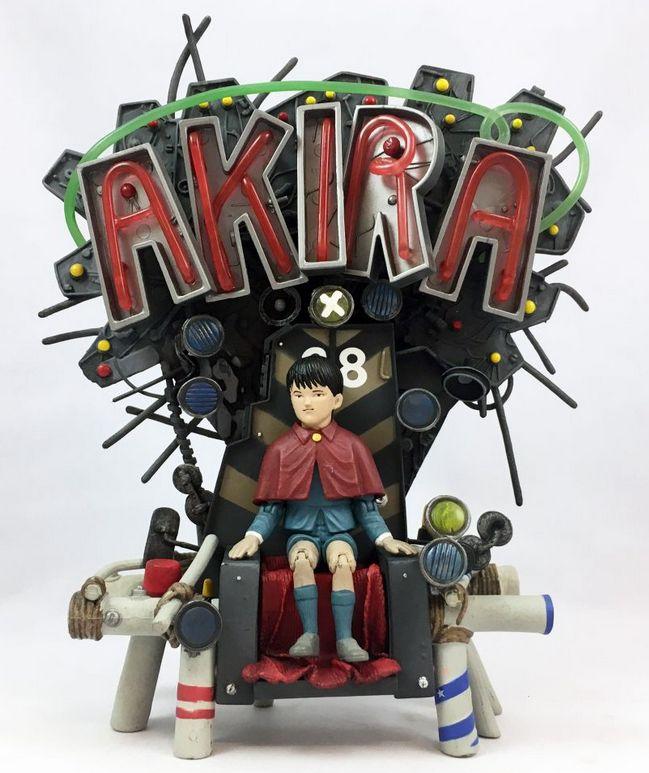 Akira mit Thron